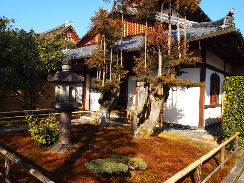 temples on the grounds of Daitukuji