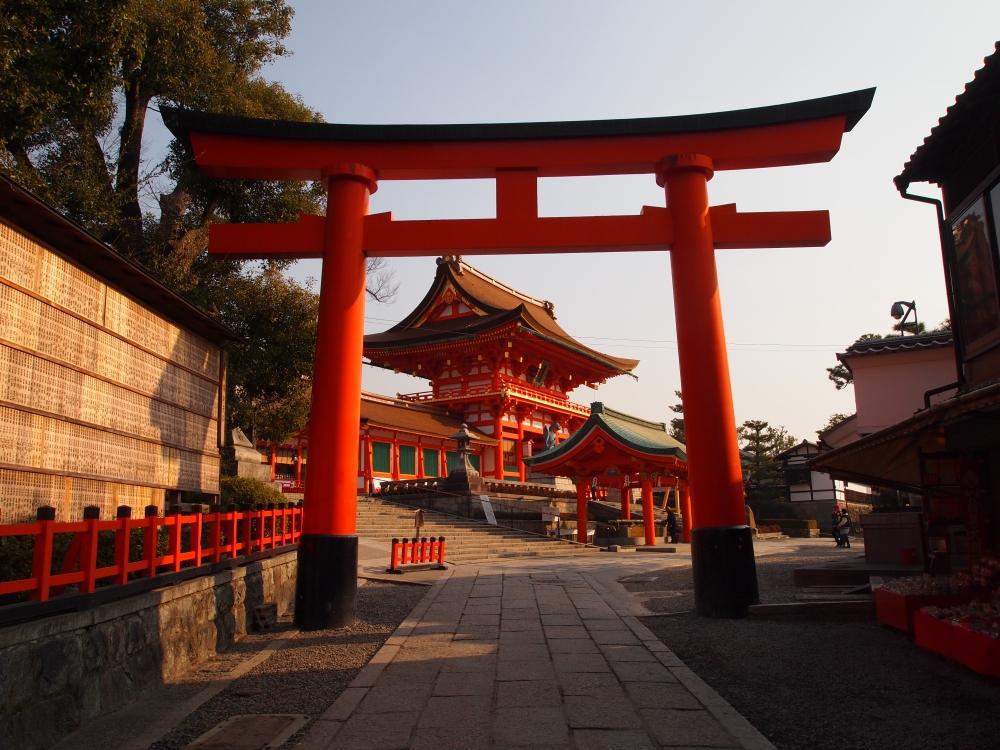 the entrance to Fushimi-Inari-Taisha