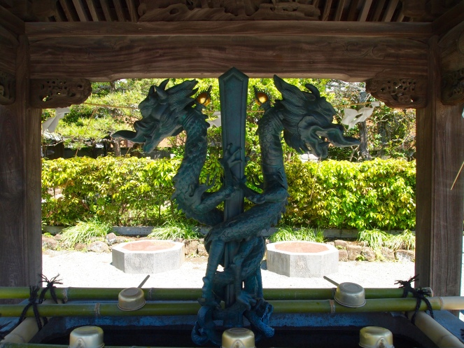 serpents at Hongaku-ji Temple