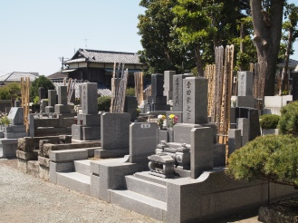 cemetery at Hongaku-ji Temple
