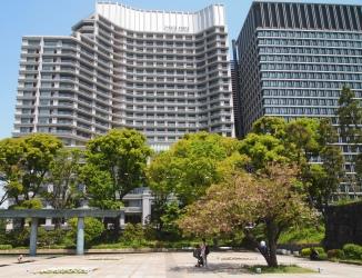 buildings around Wadakura Fountain Park