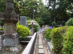 cemetery at Myōhonji