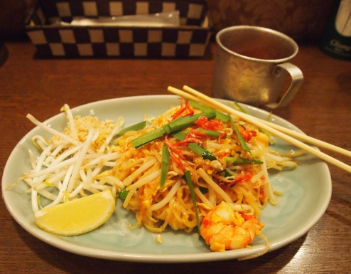 Shrimp pad thai at Krung Siam