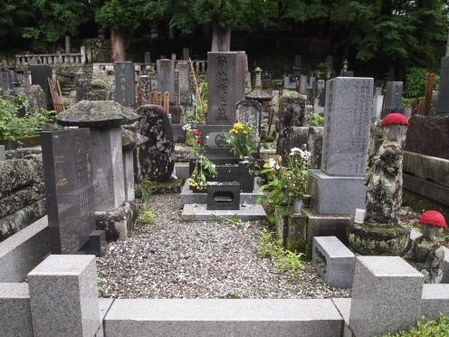 cemetery at Jokoji Temple