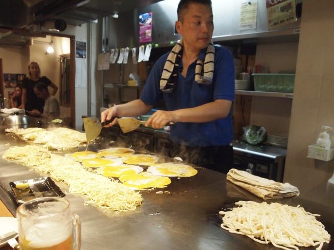 cooking Hiroshima-yaki