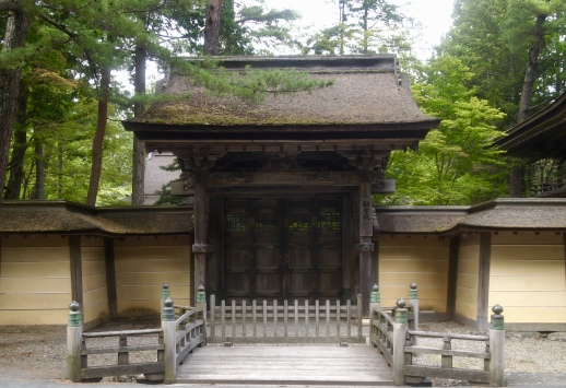 a gate on the way to DAi Garan